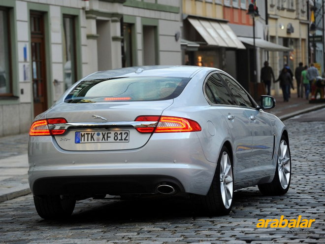2013 Jaguar XF 2.0 Premium Luxury